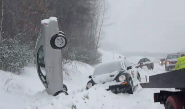 Cars In Ditches With Snow Video Ford Fusion Left Vertical After Snowy Pile Up Caradvice
