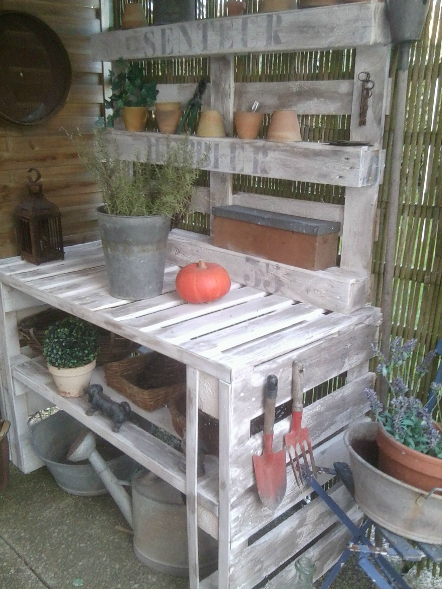 Tabli de jardin palette bois recherche google g rtner - Etabli de jardin ...