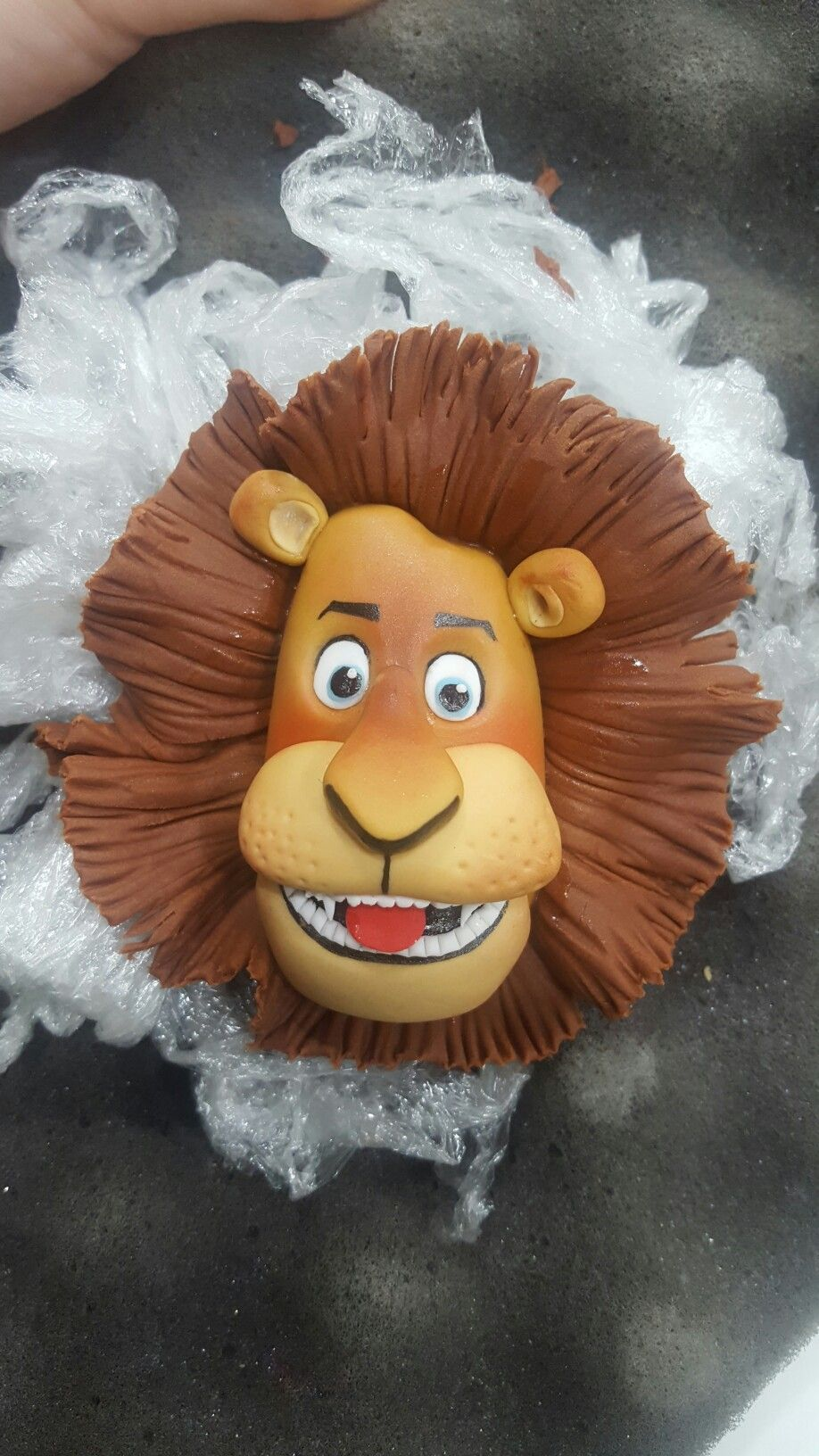 Fondant lion from madagascar taart