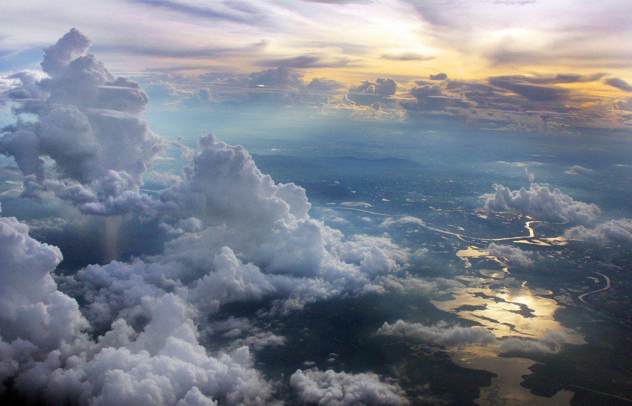 фея земля в облаках красивая картинка фото