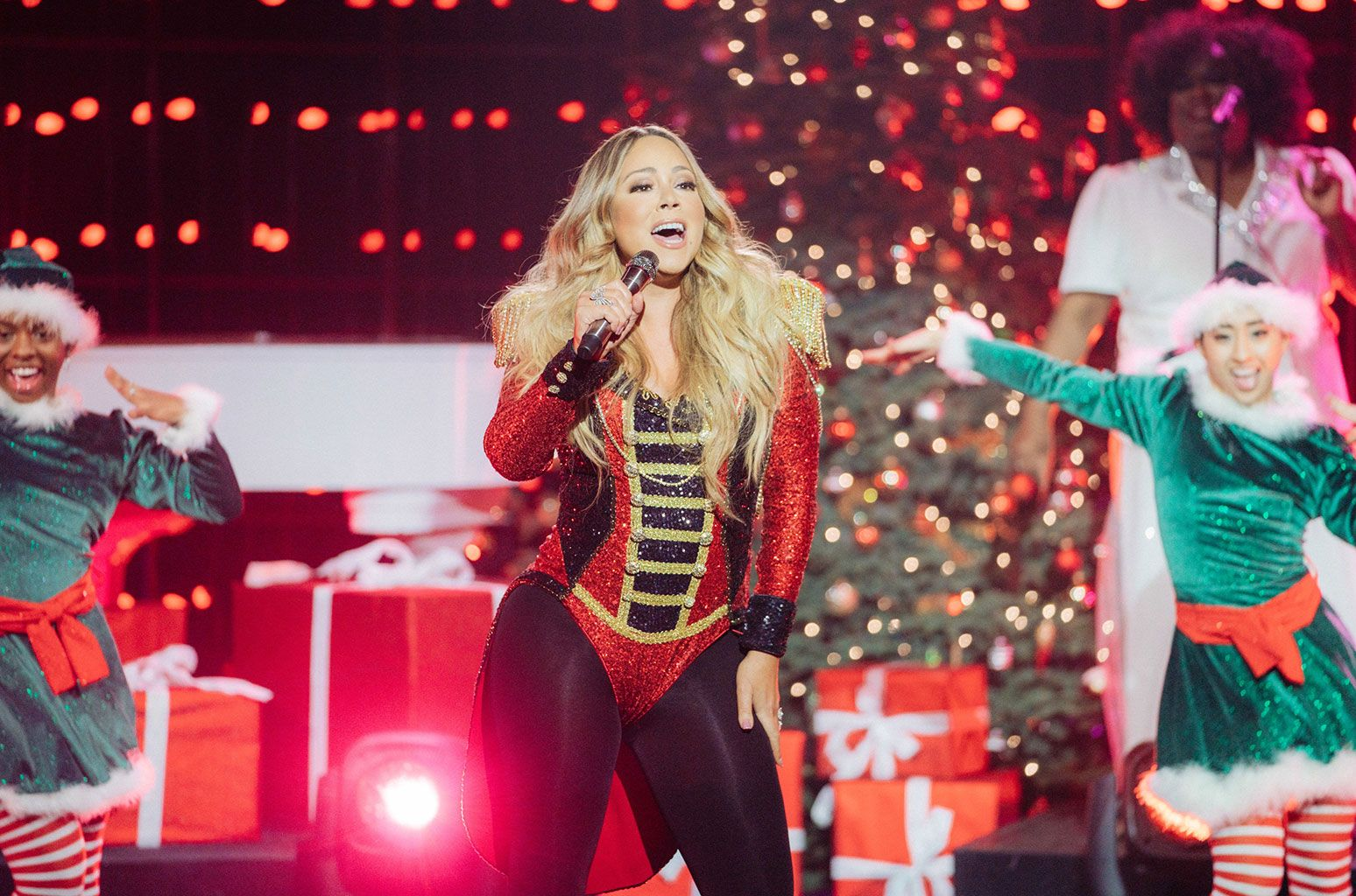 Mariah Carey Slays All I Want For Christmas Is You Performance On Late Late Show Watch Mariah Carey Finished In 2020 Mariah Carey Mariah The Late Late Show