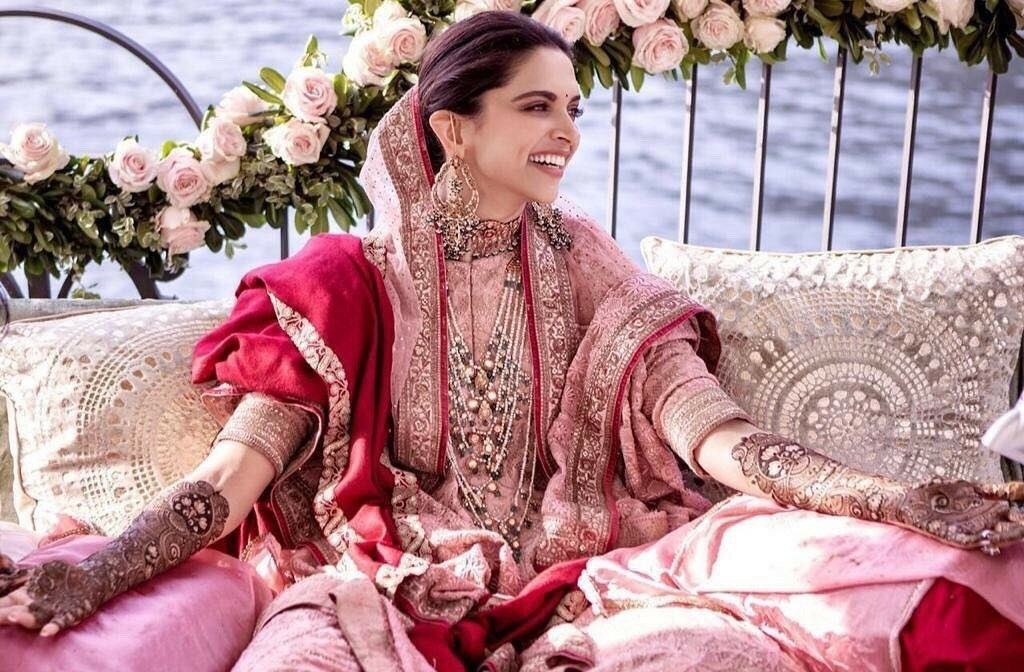 Deepika Padukone Wedding Mehndi Time Mehendi Outfits Bollywood Wedding India Fashion