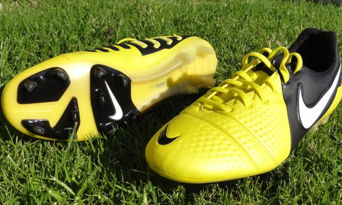 Nike CTR360 Maestri Castaways – Which Boots to Turn to?  Visit http://www.soccermint.com for more Soccer Stuff