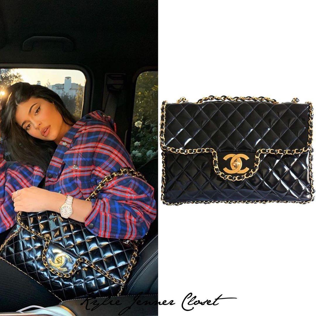 Kylie Jenner Closet On Instagram Kylie Via Instagram Kyliejenner Posing With Her Vintage Chanel Black Patent Leath Flap Bag Kylie Jenner Closet Chanel Bag