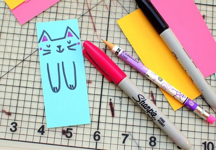 idée comment dessiner un motif chat sur la marque page colorée
