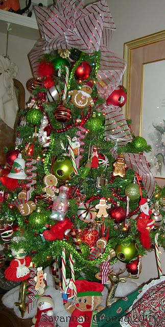 Cute Christmas tree found on savannahgrannyblogspot Home Decor