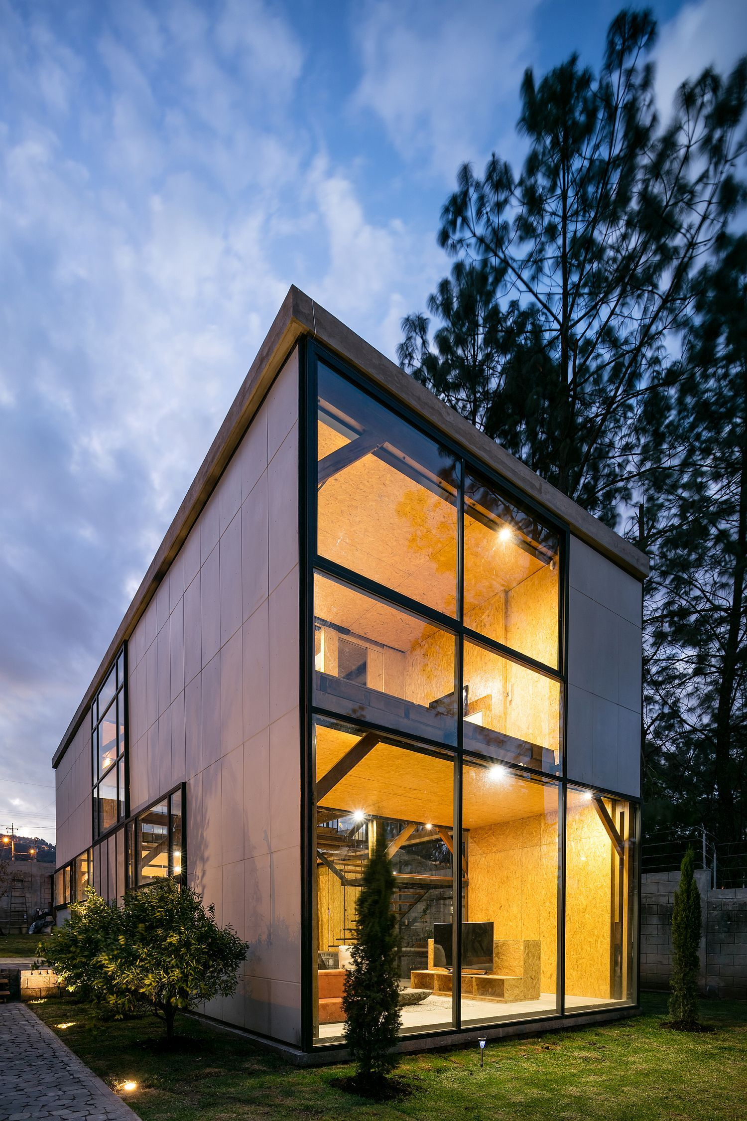 Multi-Generational Family House Promotes a Healthy ...