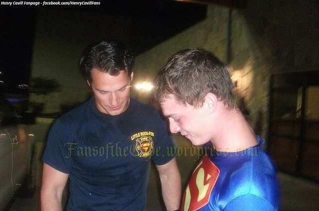 Henry-Cavill-with-Fans-of-the-Cape-in-August-2011-in-ILL,-filming-Man-of-Steel. by The Henry Cavill Verse, via Flickr