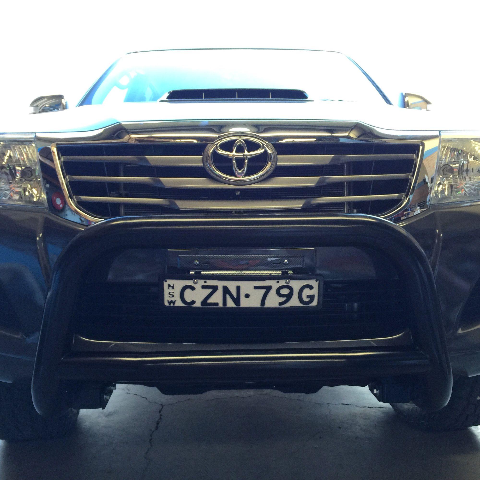 Toyota hilux low nudge bar black