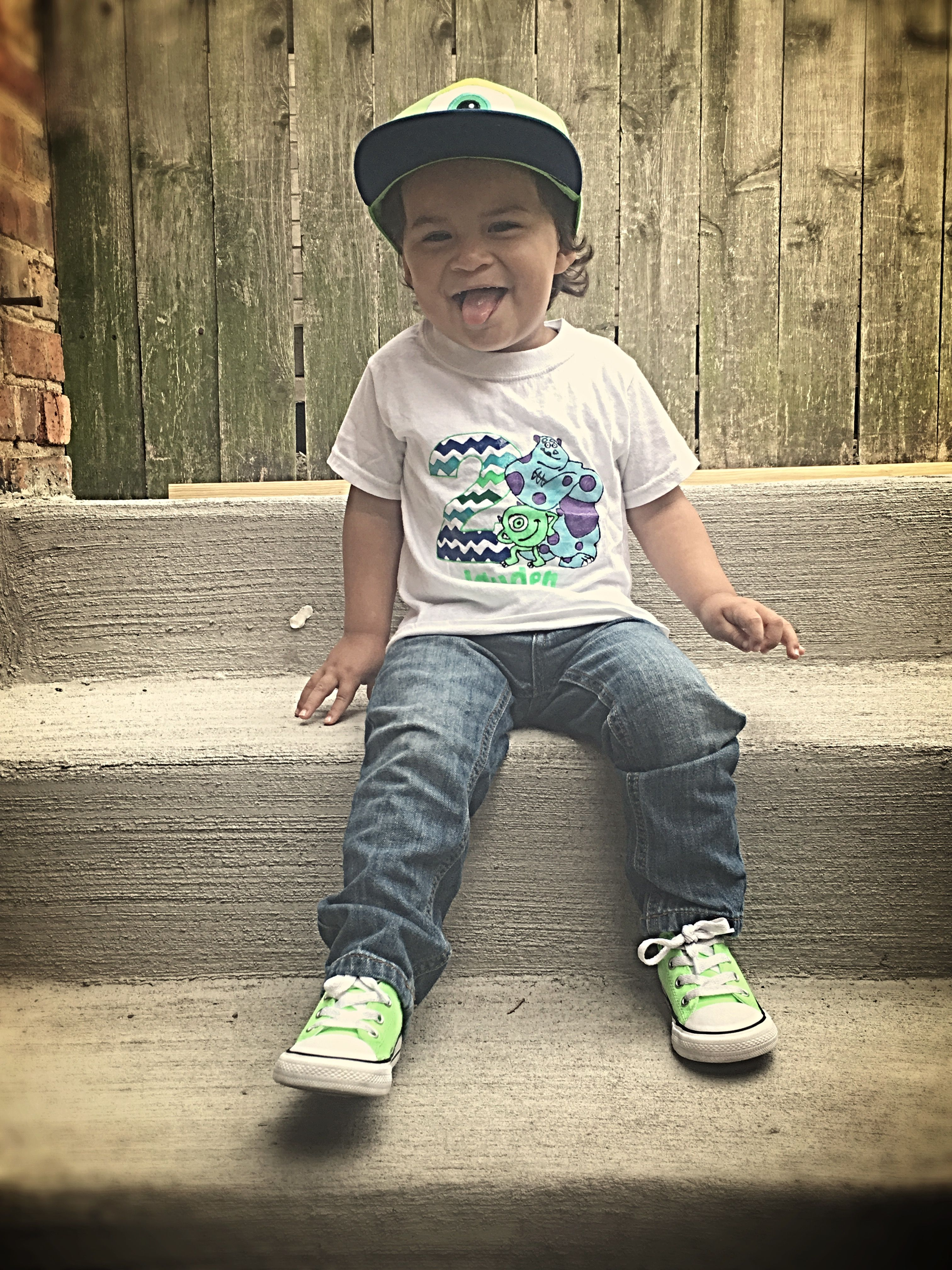 5a58d8867d87 Pin by sullytrujillo on Toddler boy converse outfits