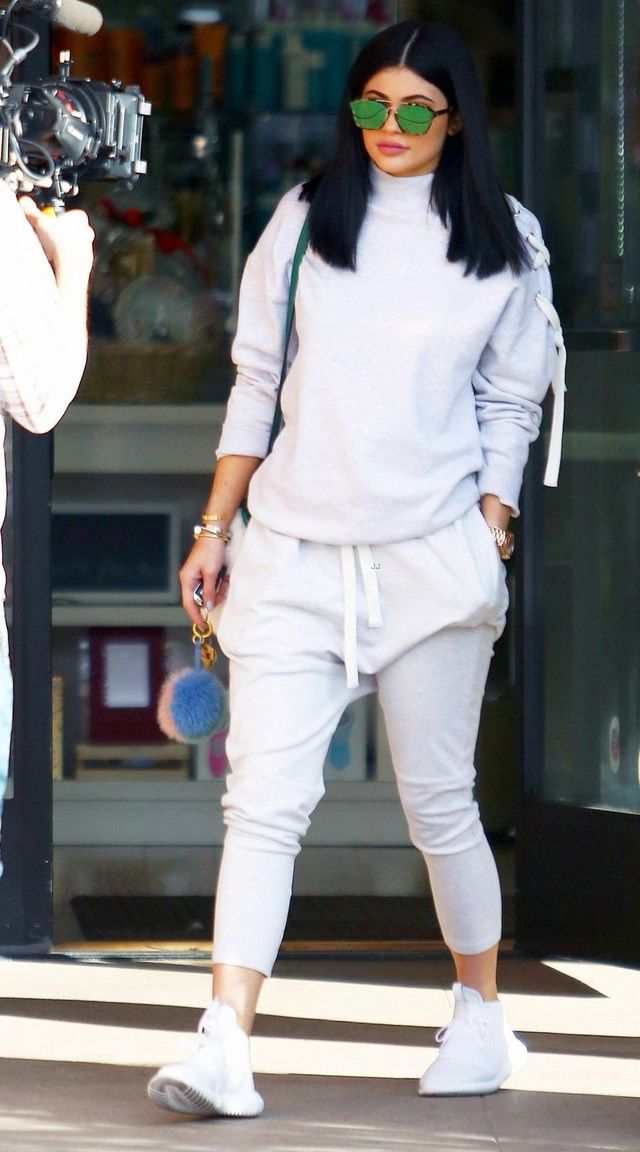 612a847236a8 Kylie Jenner Kylie Jenner Outfits