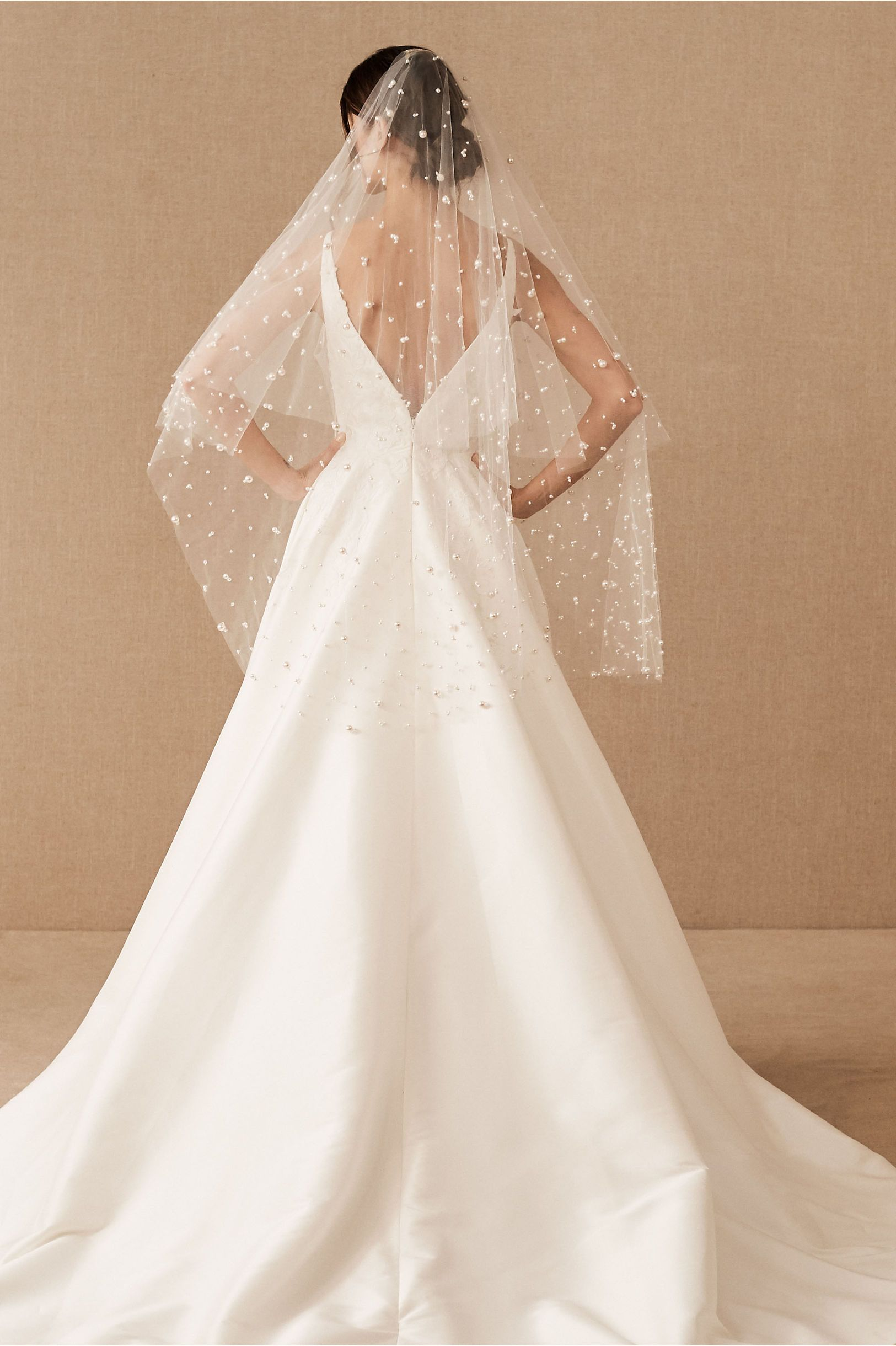 Twigs Honey Dolce Fingertip Veil From Bhldn Ball Gowns Wedding Wedding Dresses Simple Wedding Dresses [ 2440 x 1625 Pixel ]