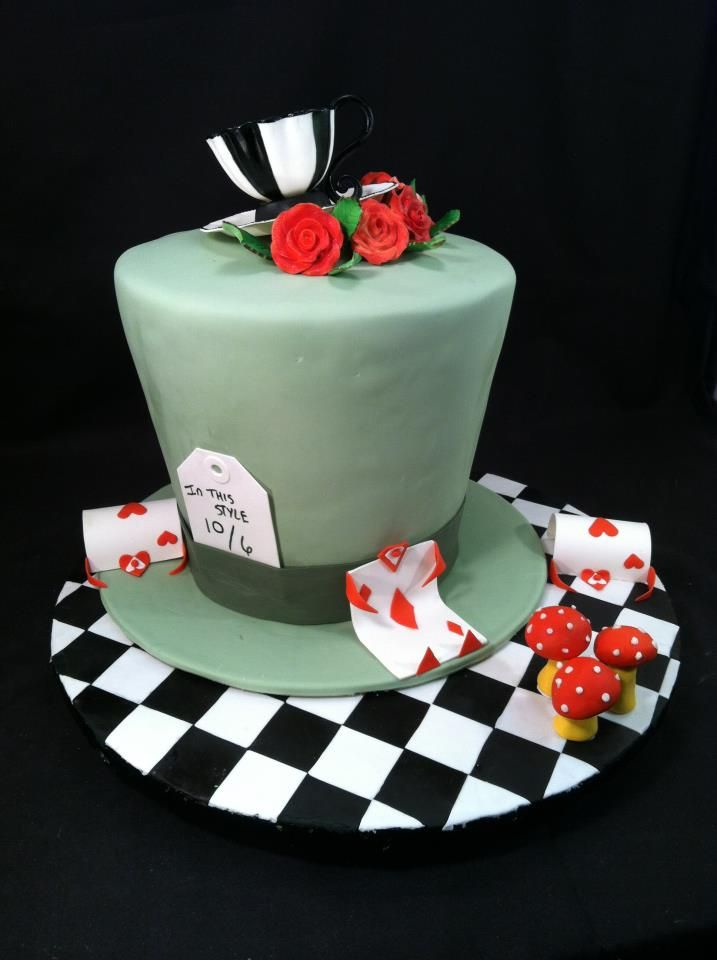 Alice In Wonderland Mad Hatter Cake Love The Cake Board With