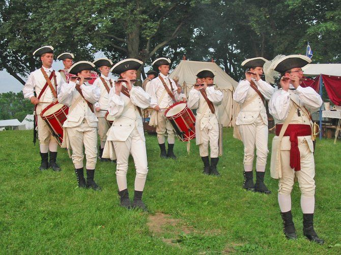Fife__Drum_Corps_Playing_t670.JPG (670×502)