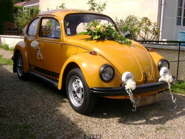 louer une volkswagen coccinelle jeans de 1973 voiture mariage voiture coccinelle voiture et. Black Bedroom Furniture Sets. Home Design Ideas
