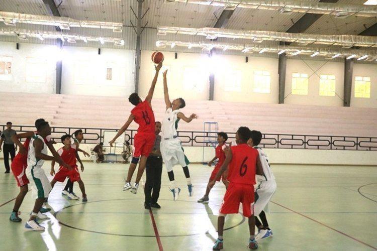 عدن اتحاد كرة السلة يحدد موعد مباراة التلال والميناء في بطولة التأسيس نشوان نيوز Basketball Court Basketball Sports