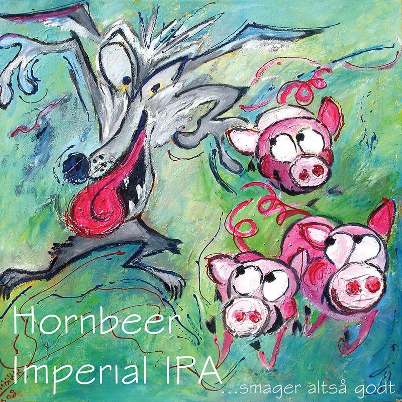 IMPERIAL IPA / er brygget på lidt flere råvarer – lidtmere malt, lidt mere humle. Vi har brugt amerikanske humlesorter hele vejen: columbus, centenniel, cascade og amarillo. Efter vores mening er Hornbeer Imperial IPA den perfekte øl til kraftige oste. Prøv at riste et stykke rugbrød, smør et godt lag gorgonzola på og drik Hornbeer Imperial IPA der til. Livet bliver ikke det samme igen derefter !
