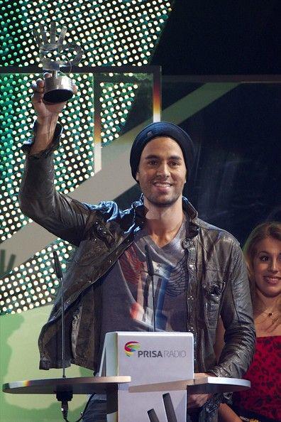 """'40 Principales Awards' 2011 Singer Enriqeu Iglesias receives the """"40 Principales"""" award during """"40 Principales Awards"""" 2011 ceremony at Palacio de los Deportes on December 9, 2011 in Madrid, Spain."""