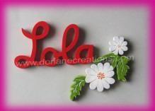 Prénom en bois pour fille décor fleurs blanches et grises