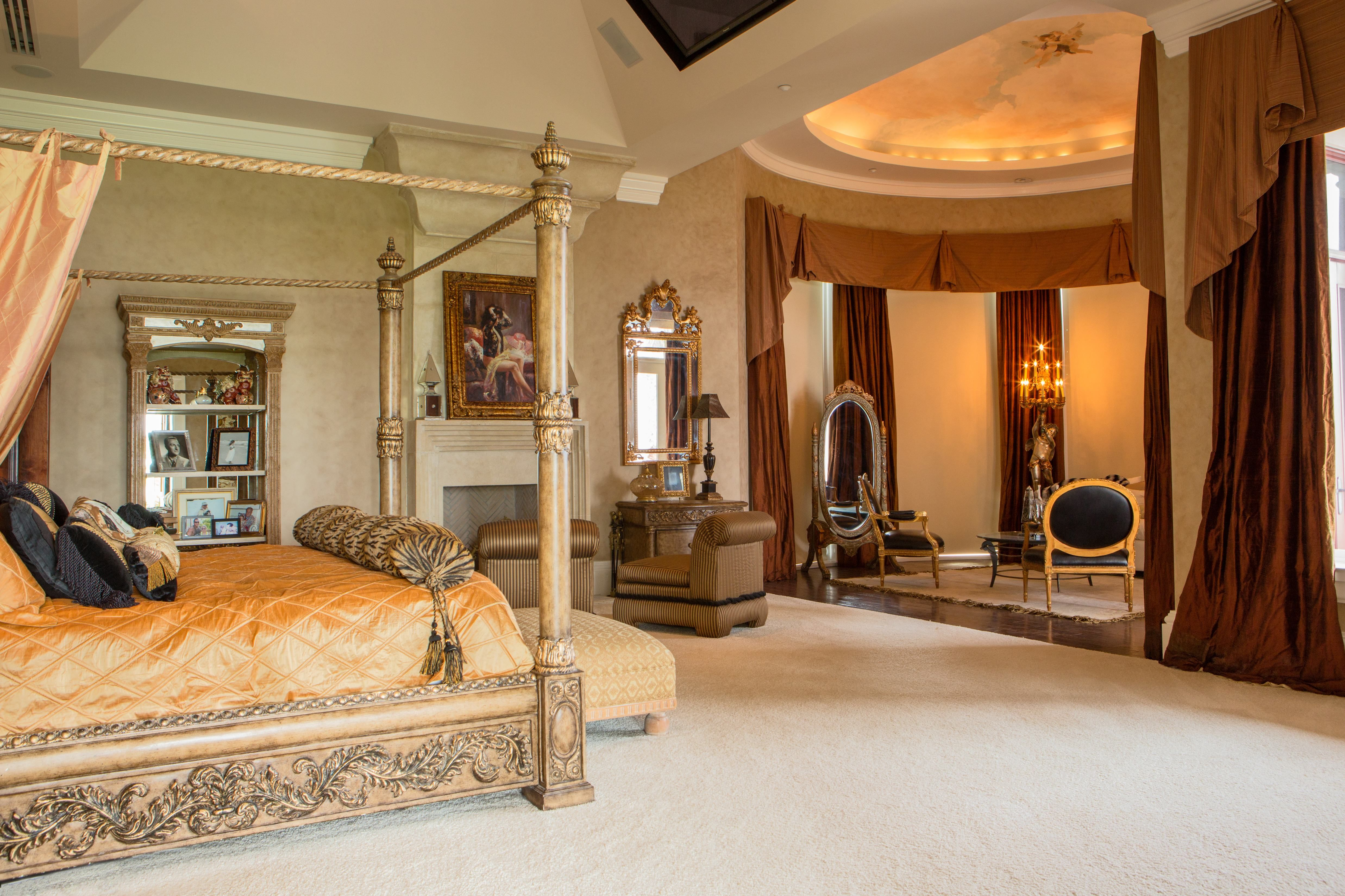 Fine Luxury Master Bedroom Suites Grand Estates Auction Company Home Interior And Landscaping Transignezvosmurscom