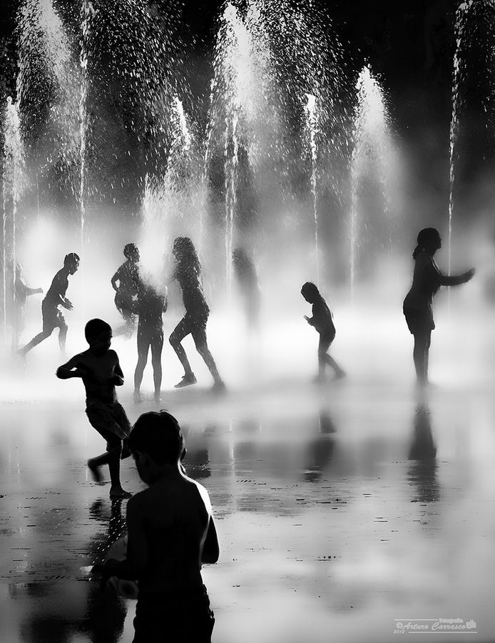 Arturo Carrasco. Life. Black & White. Great Picture. Art. Fresh. Kids. Play. Water. Summer. Express. Active. Together. Transparent. Silhouettes.