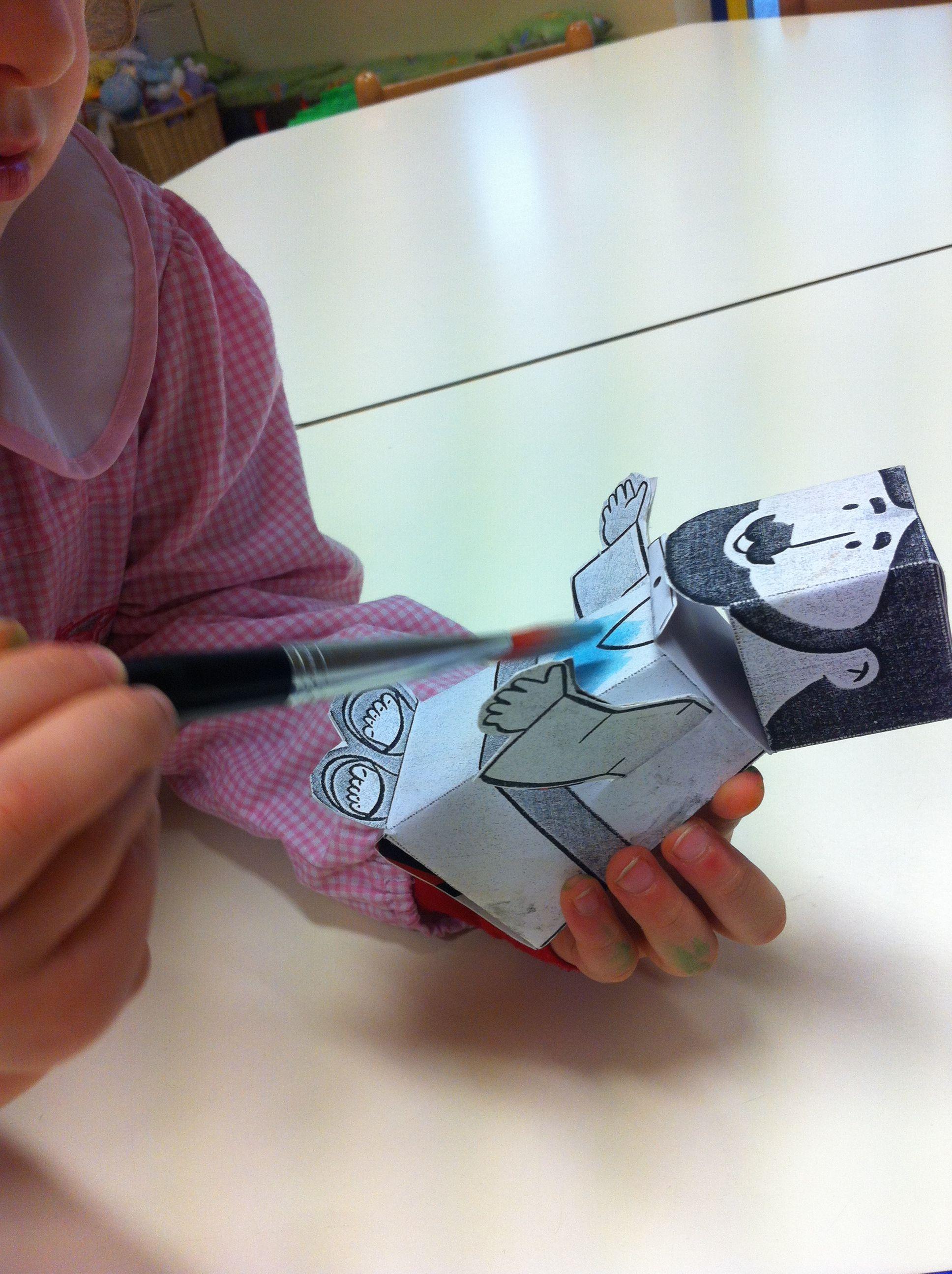 Acquerelli Bambini ~ Paper toy raffigurante gesù mentre viene colorato con gli