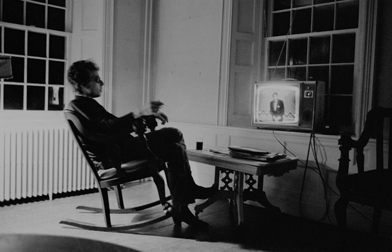 Bob Dylan watching Dean Martin. Photo by  Douglas R. Gilbert.
