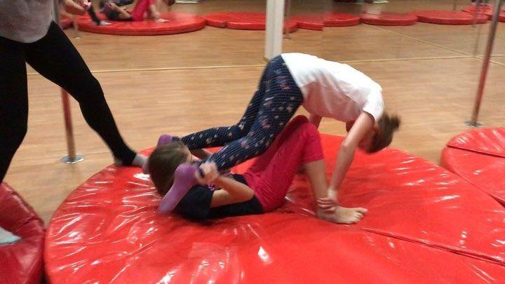 на занятиях @evgeeshkaa не бывает скучно, всегда найдем как по спортивному развлечься #гимнастика #а...