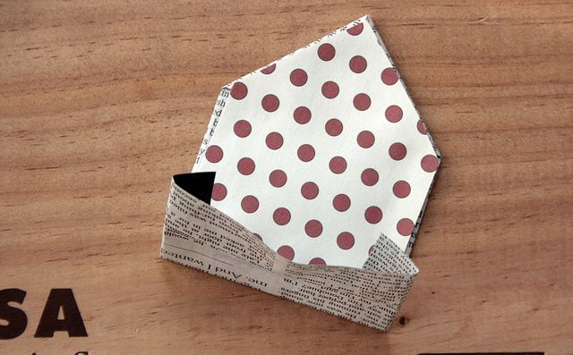 tiny diy newspaper envelope and note