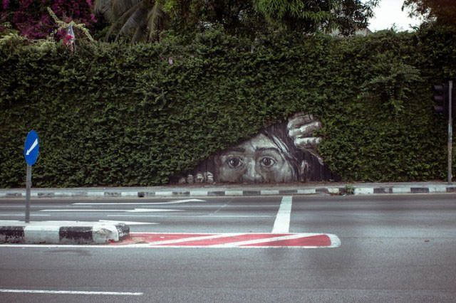27 Pieces Of Street Art That Interact With Nature