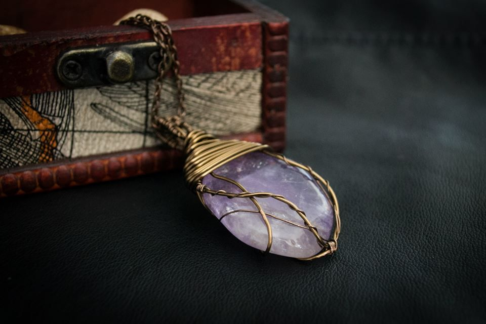 https://www.facebook.com/pages/Titania-Jewellery/655637037883912