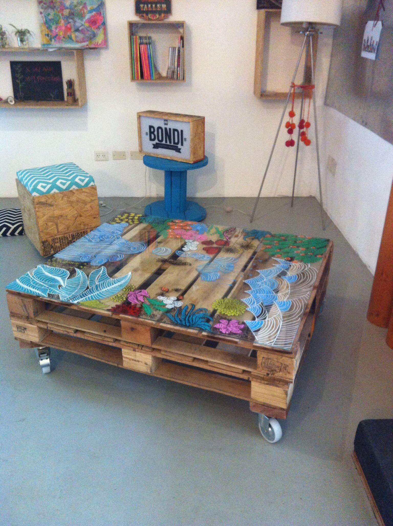 Mesa de pallets con ruedas pintada por mar a ponzio for Mesa de pallet