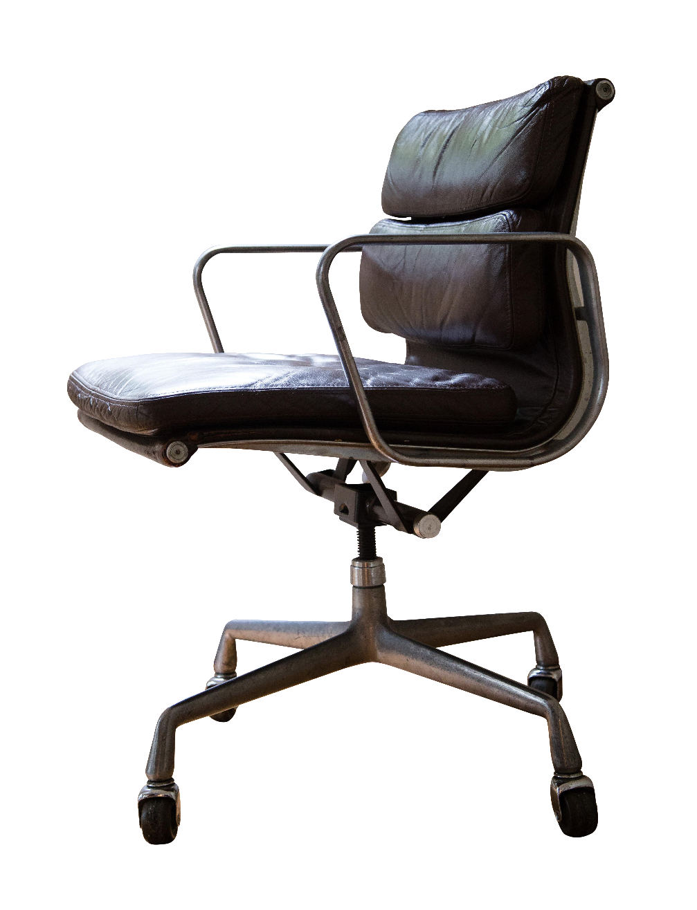 original chair professionally restored by an eames furniture specialist - Furniture Specialist