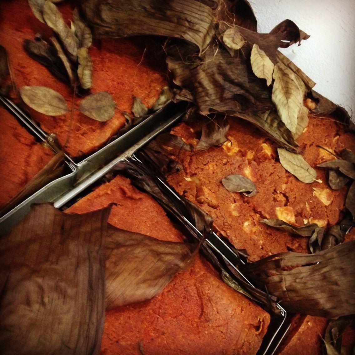 Comida yucateca típica de día de muertos, tamal horneado en tierra.