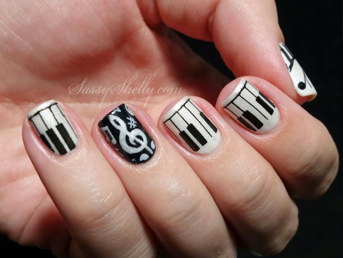 I ♡♡♡ these nails! Perfect for anyone who luvs music. If you\'re ...