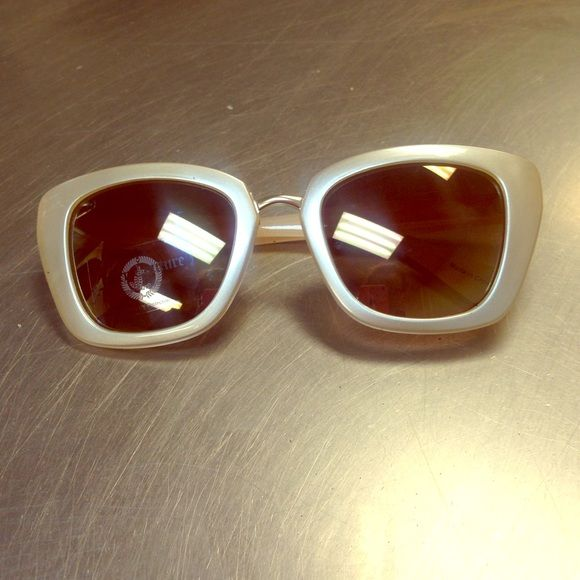 Cream juicy couture sunglasses Cream colored juicy couture sunglasses. Never worn. Juicy Couture Accessories Sunglasses