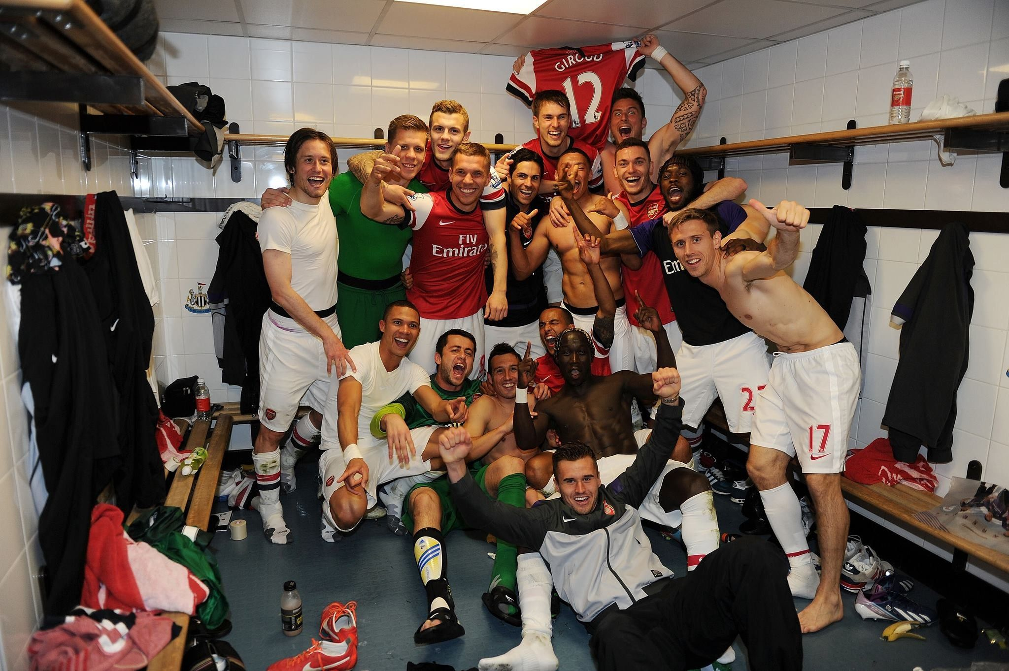 Arsenal Celebrate Pipping Sp Rs To Champions League Qualification Arsenal Premier League Arsenal Players Newcastle United