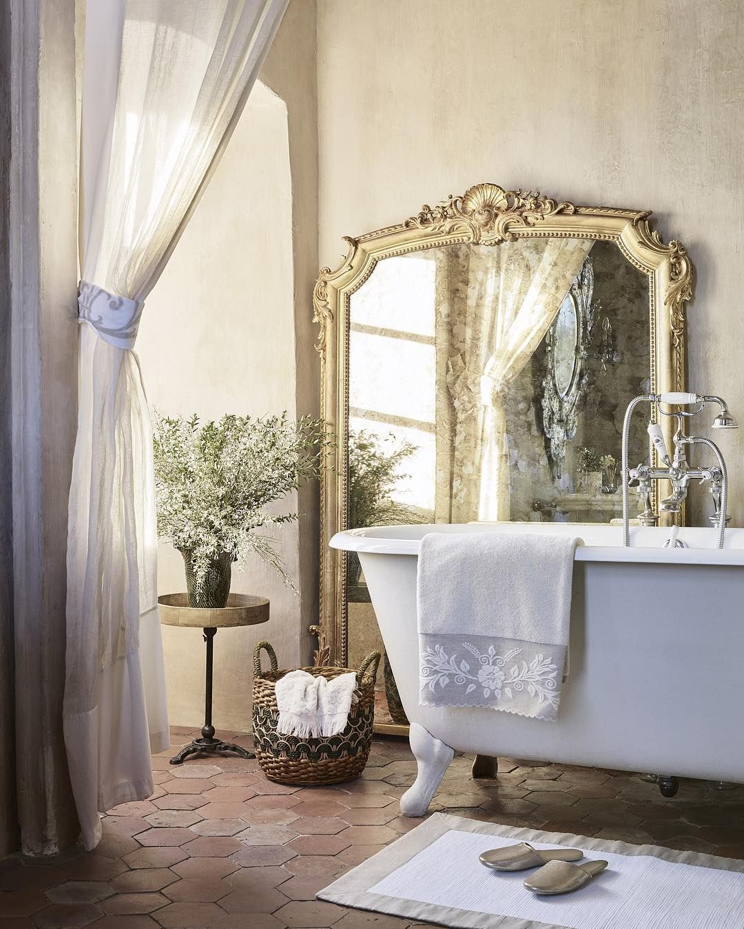 Top Image Bathroom Sofa Zara