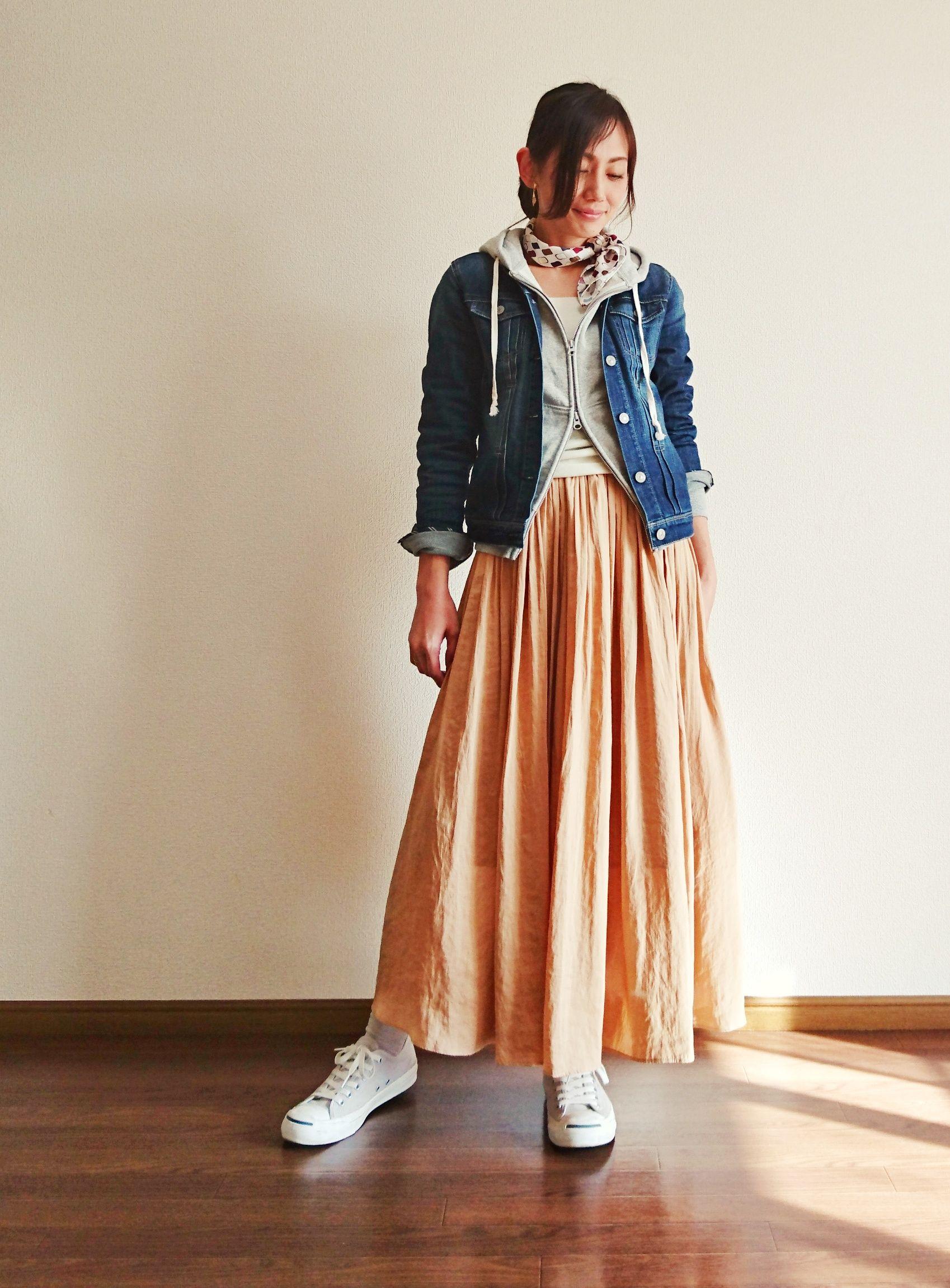 ピンクベージュのロングスカートで大人コーデ ファッションコーデ ロングスカート ピンクベージュ
