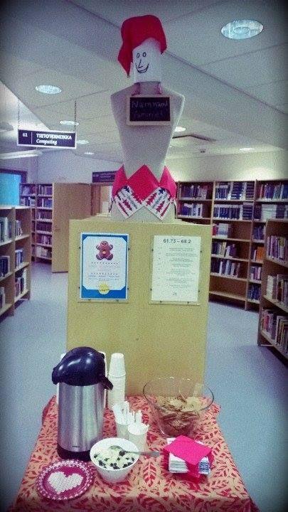 Leppävaaran kirjasto tarjoaa glögit tänään 1.12. klo 10-14! <3 Tänä vuonna teemana on Tuunaa piparisi. Tule koristelemaan pipareita ja ota kuva instaan #pimpmycookie