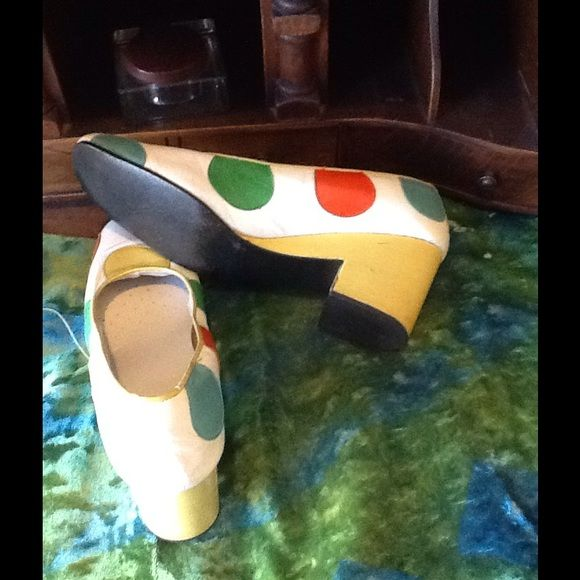 """VTG 60s MOD TWIGGY POLKA DOT SHOES What a fantastic pair of VTG shoes...these are so twiggy and so 60s, they are in a white what feels and looks like leather (no indication) with large multicolor polka dots,the heels are in yellow, looks like the original footbed liners are missing but someone added cushioned soles,in beautiful condition...measurements: TOE -HEEL:9.5"""" inside,TOE WIDTH:2 7/8"""" HEEL:2 5/8"""" Vintage Shoes Heels"""