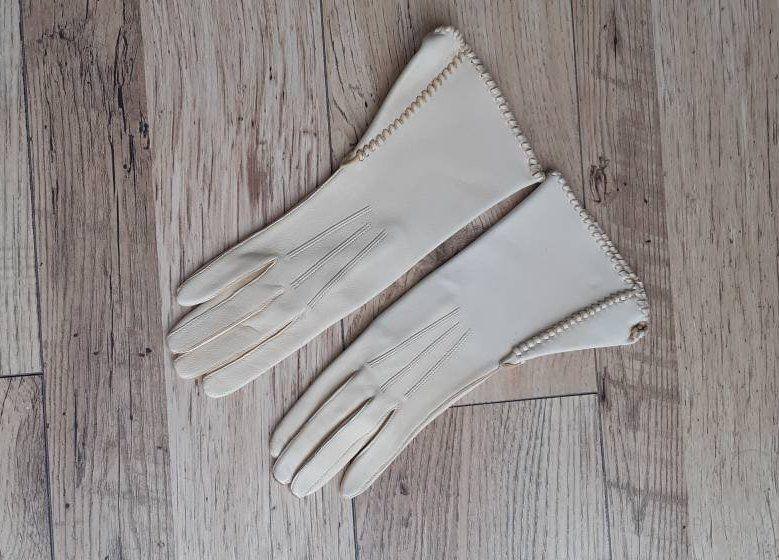 38f305066 Ladies cream/beige soft leather vintage longer length gloves by Bryans  Gloves of Worcester | vintage gloves | driving gloves