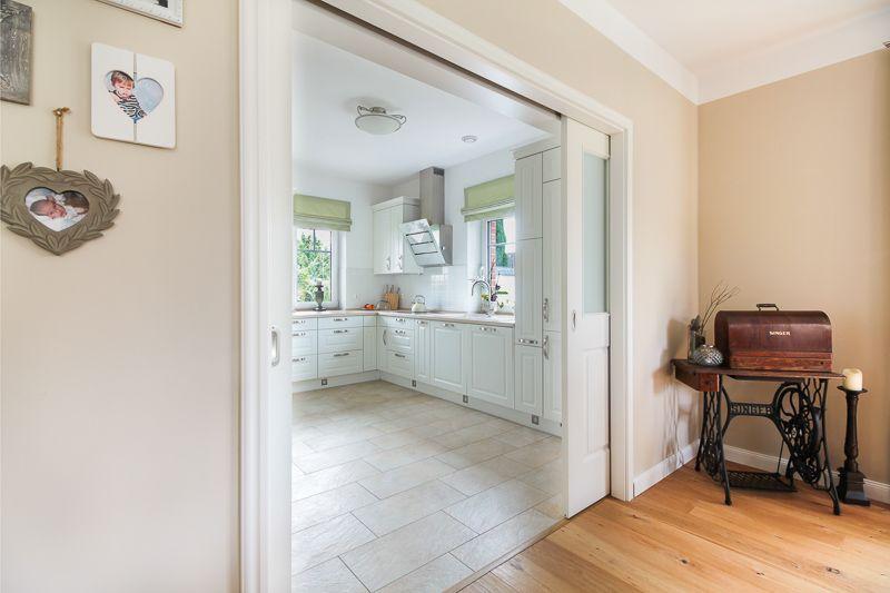 breite schiebet r mit verzierungen trennt k che und den wohn essbereich traumhaus pinterest. Black Bedroom Furniture Sets. Home Design Ideas