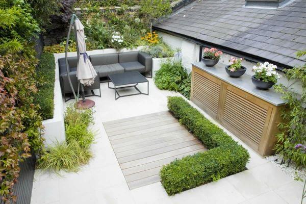 kleiner garten gartengestaltung buchsbaum graue couch sitzecke - kleinen garten gestalten sichtschutz