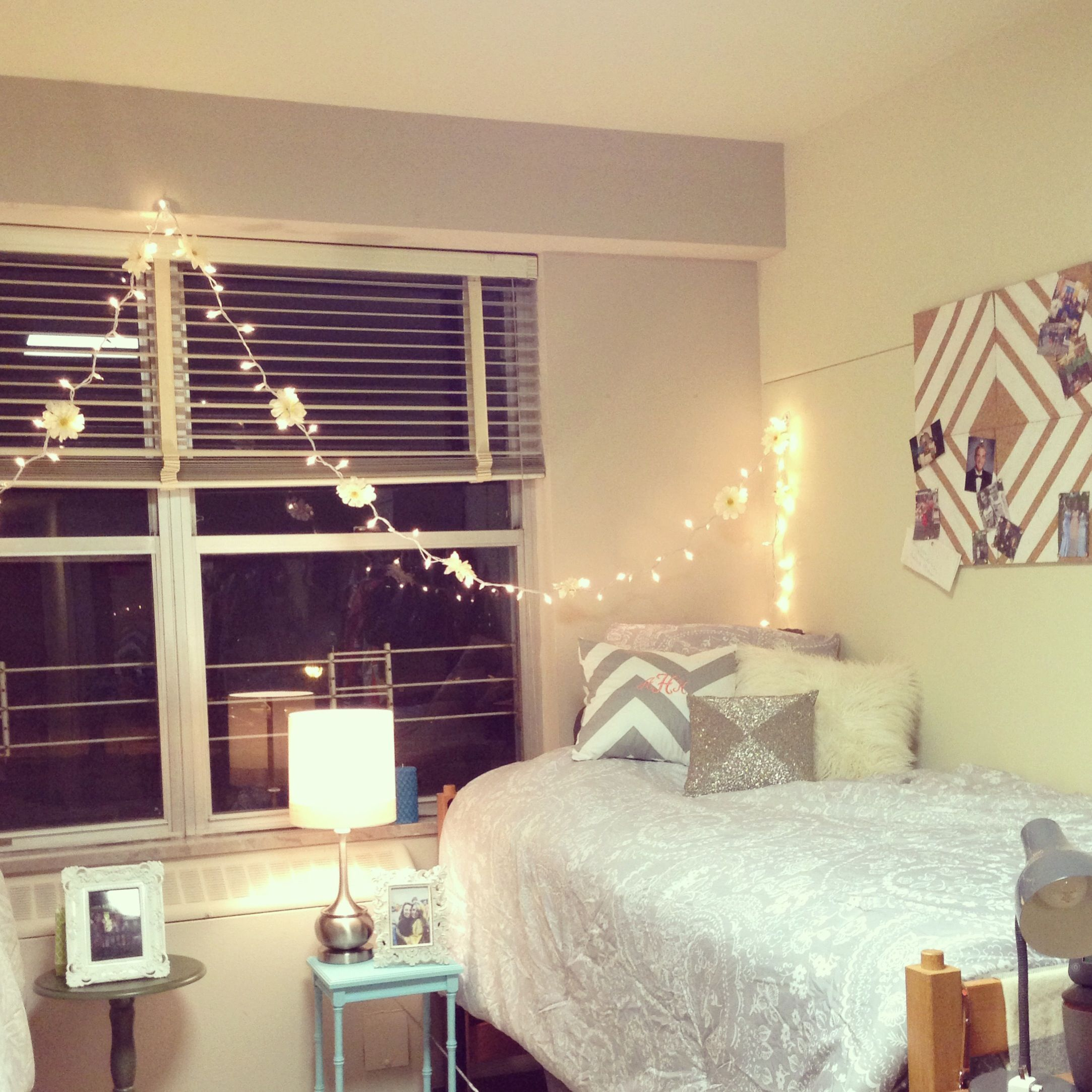 Dorm room charming pinterest dorm room dorm and lights for Cute bedroom ideas