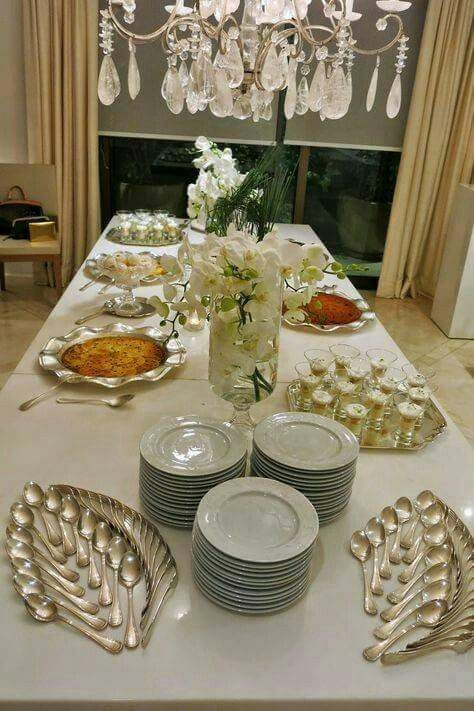 Buffet ideas for a party!! And look how the flatware/cutlery is arranged! & Spring style!! Buffet ideas for a party!! And look how the flatware ...