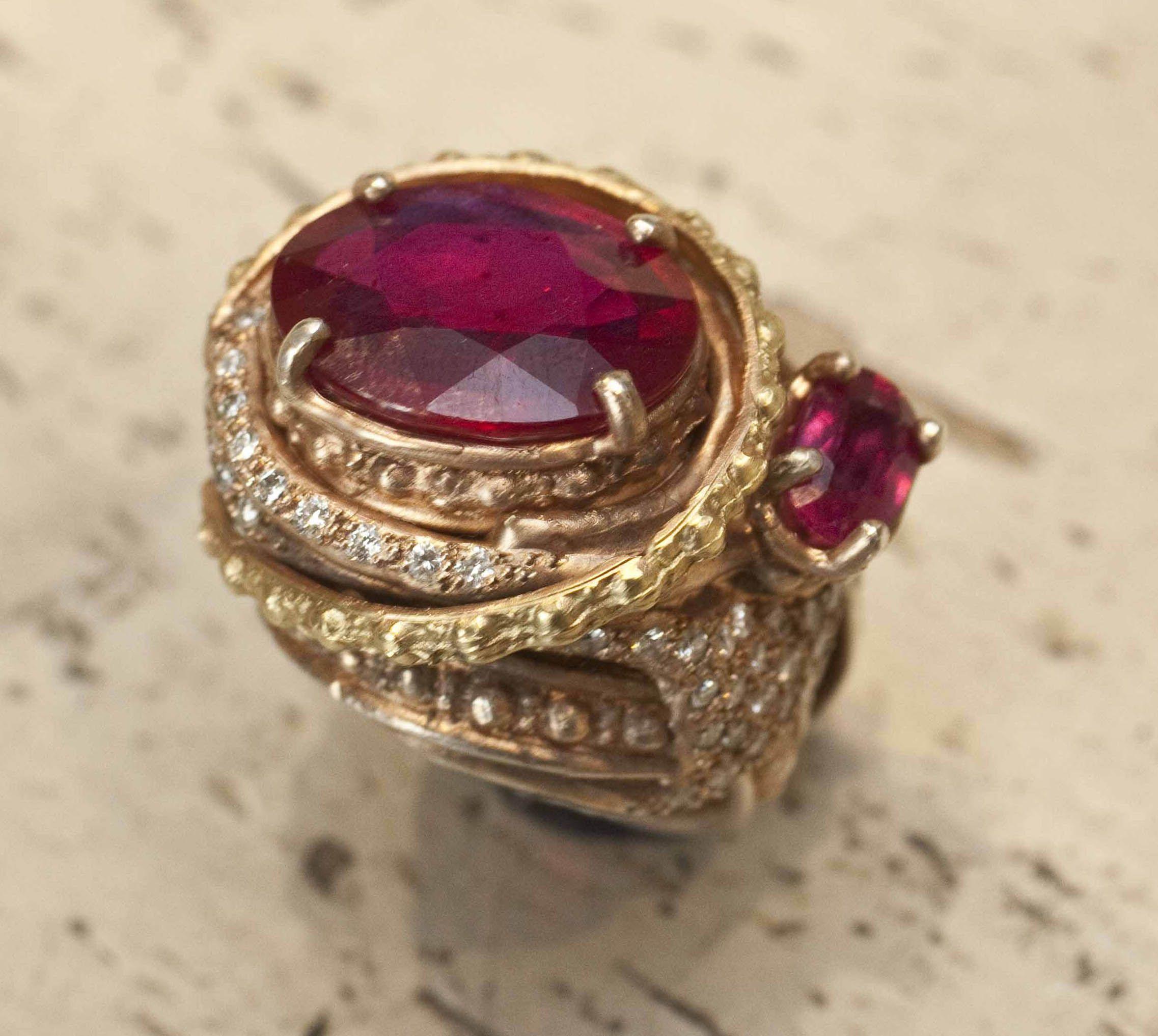 Gold and fuscia design #jewlery #rings #gioielli #giuseppinafermi #accesories #madeinitaly