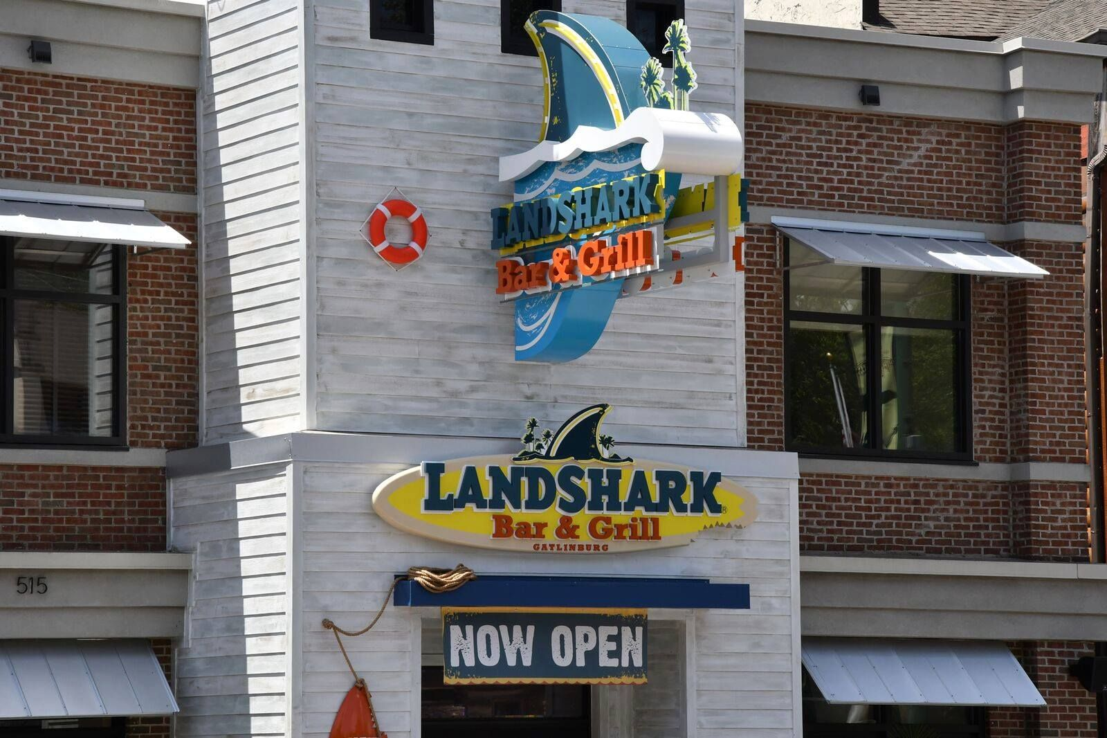 Landshark Bar And Grill In Gatlinburg Is A Family Friendly Restaurant Serving Great Food And Fun Gatlinburg Restaurants Gatlinburg Pigeon Forge Hotels