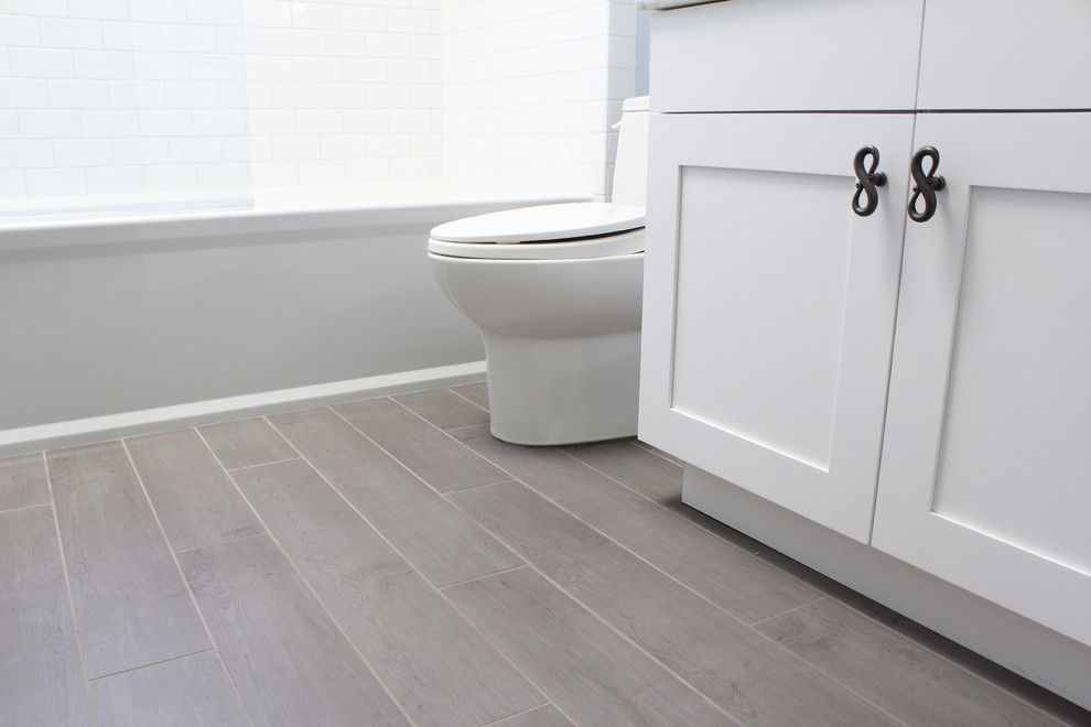 Porcelain Tiles That Look Like Wood Bathroom With Traditional White Cabinets