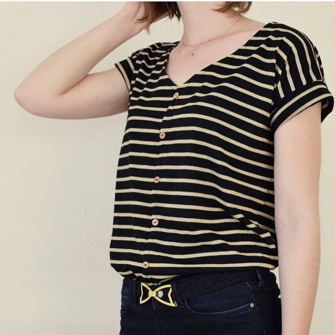Gros coup de  pour le t-shirt marinière de @fanny_cozylittleworld avec la marinière noire lurex doré.  Patron : #hemlocktee #grainelinestudio @grainlinestudio  #fannycozylittleworld #unchatsurunfil #couture #cousette #cousumain #diy #tissus #fabrics #fabric #tissu #maillelurex #jerseymariniere #mariniere #maillemariniere #tendance by unchatsurunfil